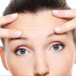 Clínica estética Maestro. Chica preocupada por sus arrugas recurre a nuestra clínica como solución