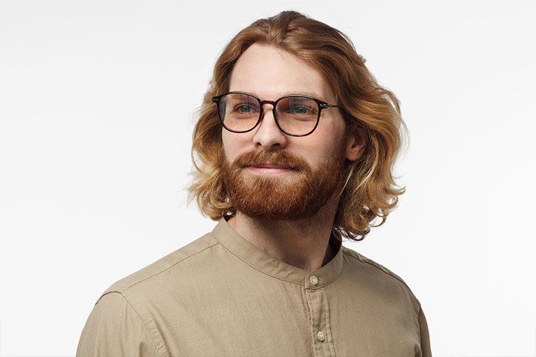 Clinica estetica maestro. Hombre con pelazo paciente de clinica maestro no usa ronquina